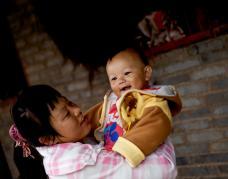 鼓励母乳喂养