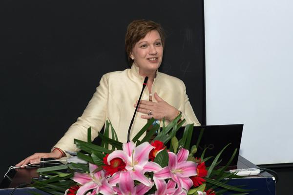 RANA FLOWERS 花楠 清华大学 联合国儿童基金会 合作谅解备忘录 签字仪式